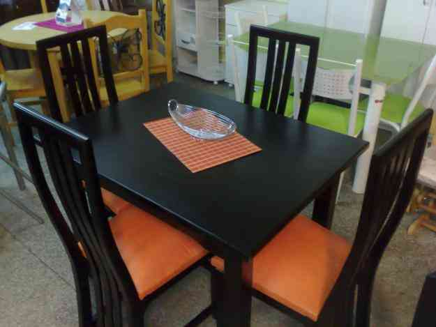 Juego de comedor mesa con 4 sillas 100 madera for Sillas montevideo