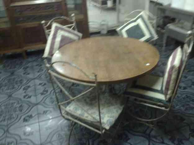 Mesa de madera con 4 sillas de hierro forjado montevideo for Sillas montevideo