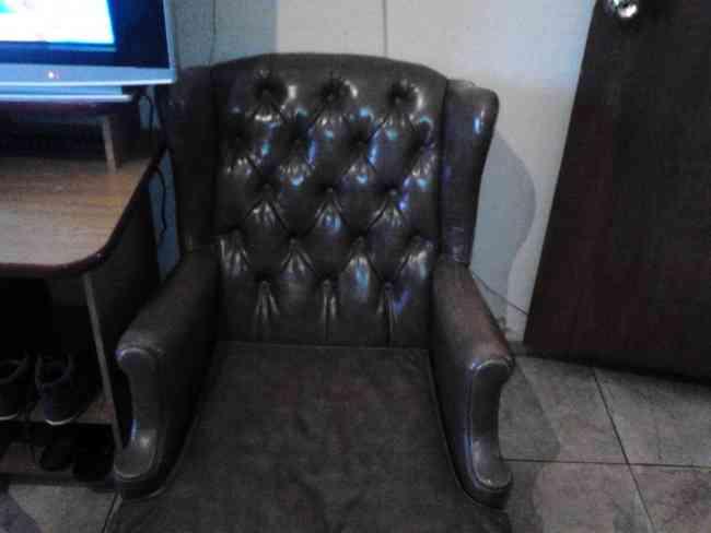 Vendo sillones antiguos de cuero uni n colecciones for Sillones antiguos
